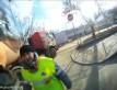 Motocyklista wygrywa zderzenie z ciężarówką