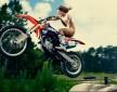 Nago na motocyklu z