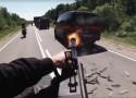 Motocykl z koszem i karabinem na wyposa�eniu