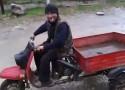 Popisy na motorowerze z przykrym fina�em