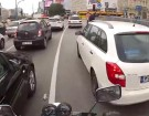 Motocyklem w stolicy uprzejmi kierowcy