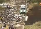 Auto vs. Moto na Rajdzie Dakar 2012 - Ciotti potrącony przez Peterhansela