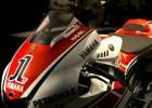 Biało-czerwone owiewki Yamahy M1 w MotoGP - WGP 50th Anniversary Edition