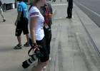 Dziewczyna testuje motocykl MotoGP