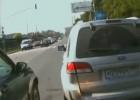 Kierowca SUVa zmieniając pas, taranuje motocyklistę
