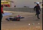 Latający motocykl atakuje zawodnika i jego fana
