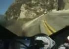 Motocyklem na czołówkę z samochodami - dobra reakcja