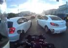Motocyklem w korku w Rosji - tego się nie spodziewaliście