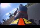 Motocyklista z amputowaną ręką oraz nogą ściga się na torze