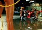 Myjnia motocyklowa z dziewczynami Bennetts