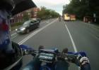 Piątka przybita w trakcie jazdy motocyklem
