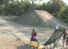 Potrójny backflip - trzy osoby, jeden motocykl