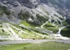 Ruch motocyklowy na słynnej przełęczy Stelvio
