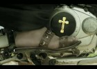 Siostra zakonna wykręca backflipa - reklama Flying Horse