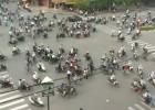 Skrzyżowanie w Hanoi zatłoczone motocyklami