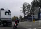 Skuter kontra ciężarówka - nierówne starcie na polskiej drodze