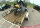 Stunter z USA i transport motocykla