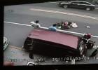 Tajwan - sprawca wypadku ucieka, ludzie nie reagują