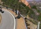 Uderzenie motocyklisty w barierę energochłonną