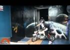 Wjazd motocyklem na szczyt wieżowca