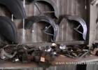 Zabytkowe części, motocykle i samochody w szopie