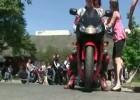 Motocykliści w centrum zdrowia dziecka