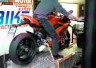 BMW S1000RR Vs. Ducati Panigale V4S na hamowni