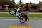 Jazda skuterem na jednym kole bez butow
