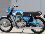 Kalsyczne Kawasaki A7 Avenger 350 ccm na zdjęciach