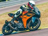 Nowy KTM RC390 na rok 2022 - gotowy zawładnąć sercami młodych motocyklistów i nie tylko [GALERIA ZDJĘĆ]