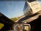 Zaskakujaco przyspieszajacy GSX-R
