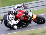 Ducati Monster 821 na torze z