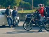 motocyklista kontra szkola z