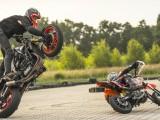 Stunter 13 i Latika 466 - wspólny trening mistrza stuntu i młodego talentu pit bike