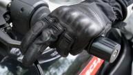 Rekawiczka motocyklowa operowanie sprzeglem z