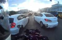 Motocyklem w korku w Rosji - tego sie nie spodziewaliscie