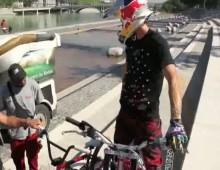 Lyon na motocyklu trialowym - pokaz umiejetnosci Juliena Duponta
