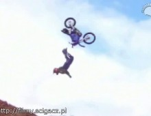 backflip crash fmx
