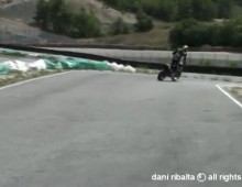 Dani Ribalta Supermoto No Limits 20 - poslizg shimmy highside i wheelie