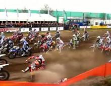 Mistrzostwa Holandii MX2 - upadek Herlingsa i van Horebeeka