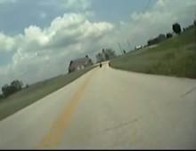 Pickup vs motocyklista - proba morderstwa na drodze
