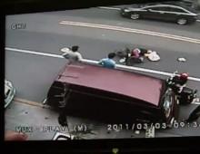 Tajwan - sprawca wypadku ucieka ludzie nie reaguja