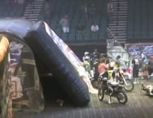 Wypadek FMX - Levi Sherwood uderza w rampe