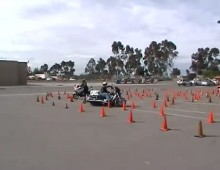 Wyscig gymkhana - BMW R1200RT vs Victory Commander