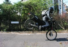 stoppie yamaha dt