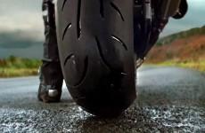 2 3 sekundy szybciej na 5 km i 2 wiekszy kat na mokrym opony motocyklowe Metzeler Sportec M9RR