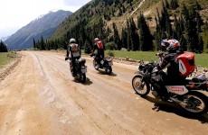 Czemu Kirgistan to No 1 dla wypraw motocyklowych Motocyklem przez gory Tienszan Motul Azja Tour