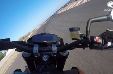 KTM 690 Duke R 2016 na torze
