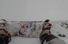 Sporty zimowe w stroju motocyklisty