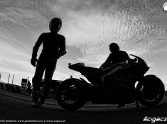czarno biale final motogp
